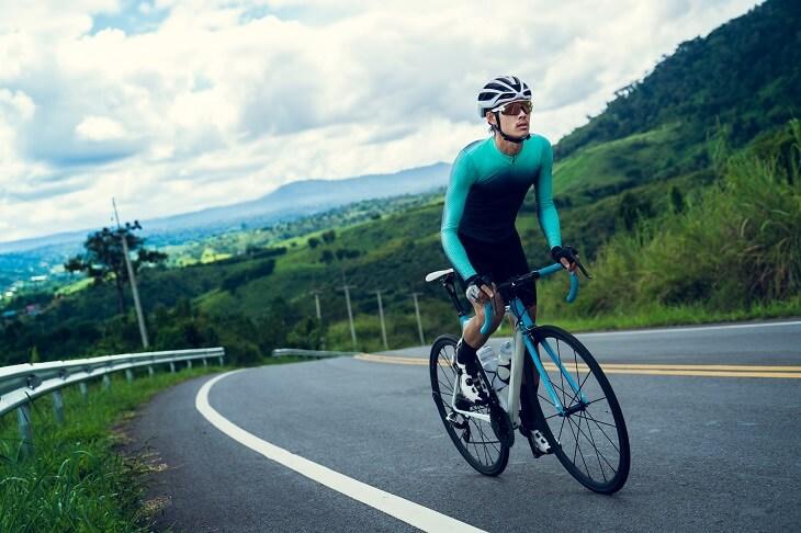 רכיבה על אופניים ומחלות חניכיים