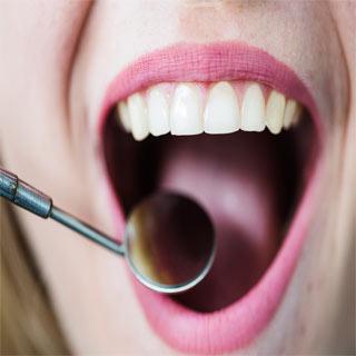 בדיקה של רופא שיניים